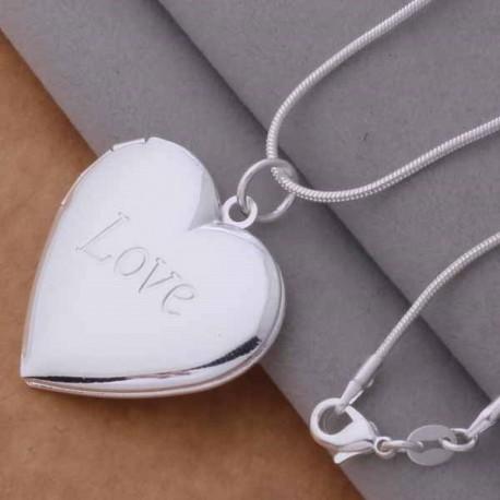 Atsidaranti sidabruota širdelė ant kaklo