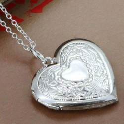 Atsidaranti sidabru dengta širdelė