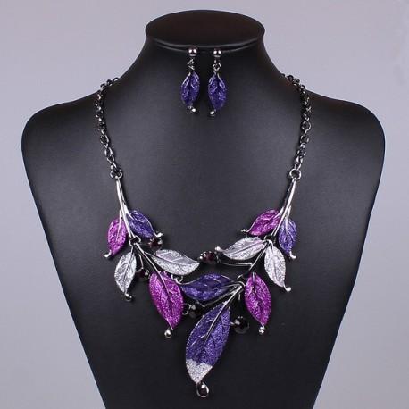 Violetinių papuošalų rinkinys