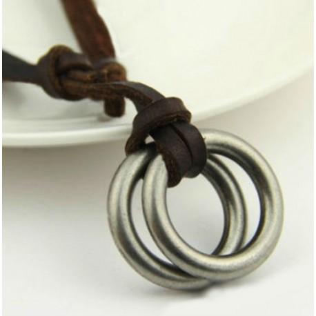 Žiedai ant odinės virvelės