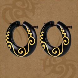 Mediniai ornamentuoti perveriami auskarai