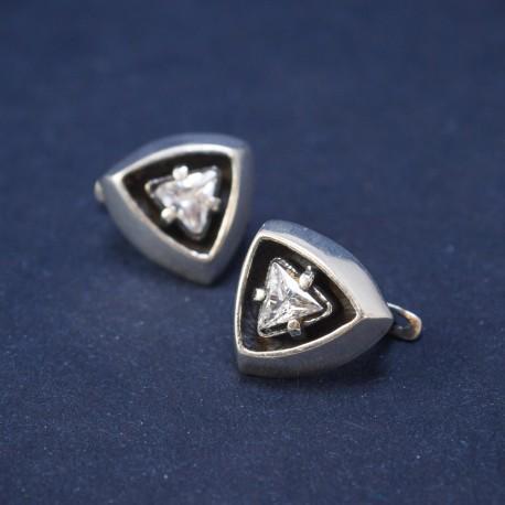 Trikampiai sidabriniai auskarai su cirkonio akute