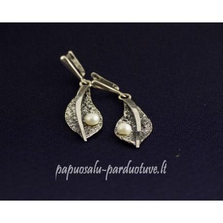Sidabriniai lapai su perlais