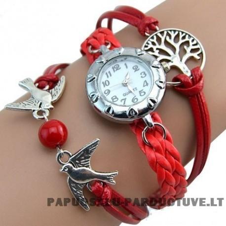 Raudonas laikrodis merginai